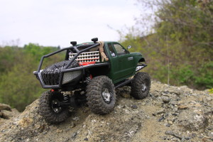 axial scx10 honcho rock crawler review